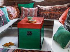 DYI hacking jako styl życia | Kolekcja Tikkurila Color Now 2019 - Tikkurila | Farby dekoracyjne | Inspiracje  #tikkurila #tikkurilapotegakolorow #tikkurilainspiruje #tikkurilacolornow2019 #diy #diyideas #diyhomedecor #furniture #furnituremakeover Furniture Makeover, Dyi, Diy Home Decor, Room, Bedroom, Rooms, Furniture Redo, Rum, Peace
