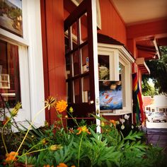 Makawao, Maui. Shopping, Art Galleries and Dining options in this Paniolo Town (Cowboy Town)