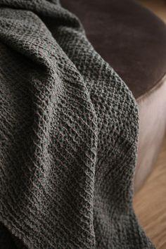 Gauharin kevättä ja kivijalkakauppa Men Sweater, Sweaters, Fashion, Moda, Fashion Styles, Men's Knits, Sweater, Fashion Illustrations, Sweatshirts