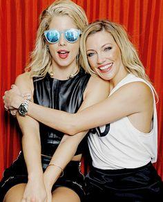 Comic Con 2015   Emily Bett Rickards & Katie Cassidy by Rodelio Astudillo x Tv Guide