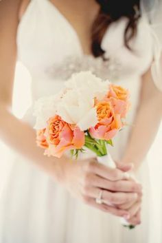 Home made wedding bouquet. Simple and beautiful. Photo: www.stylinimages.com
