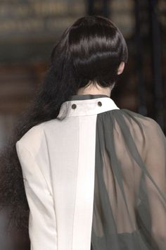 Layered blouse detail with juxtaposition of opaque & structured with sheer & floaty; fashion details // Yohji Yamamoto – Best Fashions for All Fashion Designer, Fashion Art, High Fashion, Fashion Show, Womens Fashion, Fashion Trends, Cheap Fashion, Fashion Clothes, Yoji Yamamoto