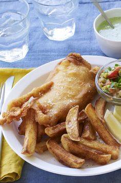 Can't decide between fish and chips or an Indian? Try this Indian-spiced fish and chips for a Friday treat. Pea Recipes, Fish Recipes, Seafood Recipes, Dinner Recipes, Healthy Recipes, Yummy Recipes, Healthy Food, Curried Peas Recipe, Recipe Builder