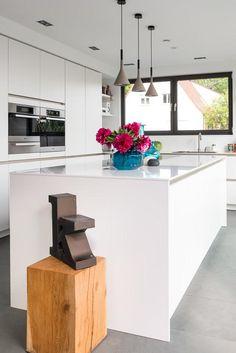 moderne küche mit kochinsel bulthaup b1 weiß matt holz theke   <3 ...