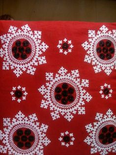 Hand Embroidery Design Patterns, Hand Embroidery Dress, Basic Embroidery Stitches, Embroidery Works, Creative Embroidery, Modern Embroidery, Hand Embroidery Patterns, Kutch Work Saree, Kutch Work Designs