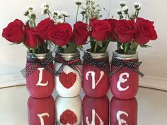 painted mason jars The post valentine gift LOVE Mason Jar Set glitter heart, decorated mason jars, mason jar decor. painted mason jars appeared first on Crafts. Pot Mason Diy, Mason Jar Crafts, Bottle Crafts, Pots Mason, Valentines Day Decorations, Valentines Day Party, Valentine Day Crafts, Diy Gifts In A Jar, Saint Valentin Diy