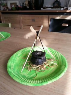 Mini heksenketel van brooddeeg. Leuk voor thema heksen of halloween!