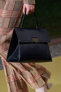 Vogue Paris, Salvatore Ferragamo, Fashion Show, Mens Fashion, Black Purses, Mannequins, Hermes Kelly, Bag Making, Bag Accessories
