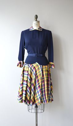 Vintage 1940s dress with navy blue rayon bodice, plaid taffeta collar, ruffled cuffs and skirt, 3/4 sleeves, matching belt and metal zipper. --- M E A S U R E M E N T S ---  fits like: small bust: 34-36 waist: 26 hip: free length: 43 brand/maker: Marie-Eileen Original condition: excellent  ✩ layaway is available for this item  To ensure a good fit, please read the sizing guide: http://www.etsy.com/shop/DearGolden/policy  ✩ more vintage dresses ✩…