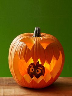 27 Creative and Scary Pumpkin-Carving Ideas for Halloween. Halloween spooky decoration ideas with pumpkins. Creative pumpkins decoration ideas for Halloween. Halloween indoor and outdoor decoration ideas. Easy Pumpkin Carving, Funny Pumpkin Carvings, Scary Pumpkin, Pumpkin Art, Baby In Pumpkin, Pumpkin Ideas, Large Pumpkin, Pumpkin Eating Pumpkin, Pumpkin Carving For Beginners