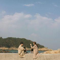 放閃也要放得夠時尚,現在潮到出水的韓國情侶都這樣照,注意!要點進來之前先去把墨鏡戴上 - PopDaily 波波黛莉的異想世界