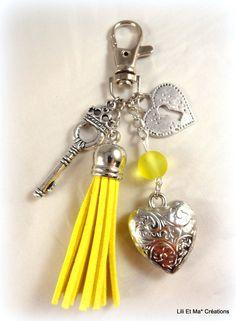 """Bijou de sac, grigri, Lili et Ma* Créations """"pompon coloré jaune"""" : Porte clés par lili-et-ma-creations"""