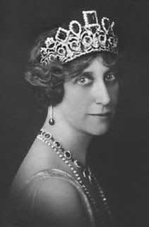 Queen Sofia of Sweden, nee Sofia of Nassau-Weilburg, wife of King Oscar IIl, used only the tiara...Crown Princess Margarita, nee Connaught, wife of Prince Gustav Adolf, took the emeralds from his mother at the coronation of his cousin King George V of the United Kingdom in 1911. The group was later inherited by the youngest son of the queen, Prince Charles, and used by his wife, Princess Ingeborg, nee...Noble and Real: Emerald Dreams