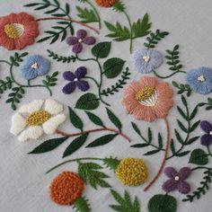 * 『Botanical garden ver. 14 colors / ボタニカルガーデン 14色』完成! * 〈樋口愉美子の刺繍時間〉より * 急に忙しくなった仕事と歯科通いのため約2週間かかりました。 *…