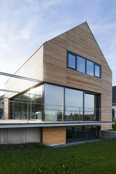 Wooden house modern Villingen 09 - Home - Wood Architecture, Beautiful Architecture, Wood Facade, Saltbox Houses, Modern Style Homes, Exterior Cladding, Wooden House, Modern Buildings, Modern Farmhouse