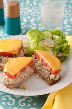 Spicy Tuna and Avocado Melts Spicy Tuna and Avocado Melts is a delicious take on a traditional tuna melt. This quick sandwich is easy to make for lunch or serve the… Canned Tuna Recipes, Fish Recipes, Lunch Recipes, Easy Dinner Recipes, Seafood Recipes, Easy Meals, Cooking Recipes, Canned Chicken, Cooking Food