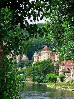 La Roque-Gageac, French village