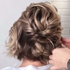 Classy Updo Tutorials For Every Lenght! – Hair Tutorials Classy Updo Tutorials For Every Lenght! When compiling these hair styles, we wanted them to be suitable for all sizes of hair. Trending Hairstyles, Bun Hairstyles, Pretty Hairstyles, Bridal Hairstyles, Medium Hair Styles, Short Hair Styles, Classy Updo, Updo Tutorial, Hair Videos