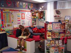Estas son unas fotografías que encontré en internet sobre ambientación de bibliotecas escolares, espero les sirvan algunas ideas para decor...