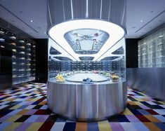 Wonderwall [Uniqlo / Nike Store / BAPE / Colette] Revolving sneaker display (reminiscent of a sushi restaurant) Display Design, Store Design, Bape Store, Costa Rica, Pop Up, Exhibition Stand Design, Retail Concepts, Sneaker Stores, Retail Interior