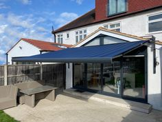 The Markilux is a contemporary full cassette patio awning with a fascinating array of colour choices and a unique styling panel. Patio Awnings, Glass Room, Retractable Awning, Outdoor Living, Outdoor Decor, Al Fresco Dining, Stunning View, Bar Lighting, Conservatory
