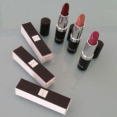 FLYINGHOUSEWIVES: Zoya Cream Lipstick