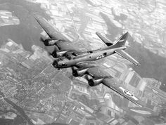"""B-17 """"Flying Fortress"""" over France during World War 2 - [860 x 650]"""