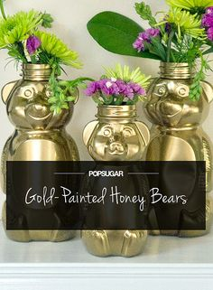 DIY Gilded Honey Bears Are So Cute . this is just cute for a kitchen, a child's room, a baby shower with floral arrangements or maybe just for Grandma with a pretty flower--just because! Homemade Gifts, Diy Gifts, Honey Bear Bottle, Crafts To Make, Crafts For Kids, Homemade Stickers, Bear Theme, Gold Spray Paint, Baby Shower