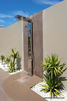 Outdoor Bathrooms 372109987962162365 - Outdoor shower for the mansion I don't own – stainless steel, slot drain, modern outdoor shower Source by Outdoor Pool Shower, Jacuzzi Outdoor, Outdoor Baths, Outdoor Bathrooms, My Pool, Swimming Pools Backyard, Swimming Pool Designs, Outside Showers, Garden Shower