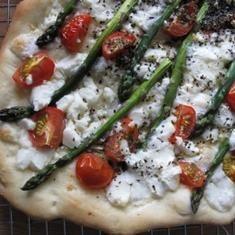 Asparagus And Tomato Pizza (via foodily.com)