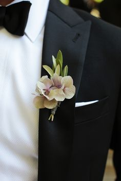 Lavender Orchid Boutonniere | photography by http://www.giacanali.com/