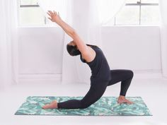 Want to start your day with calm, clarity and awareness? Here is yoga practitioner Catalina Moraga& approach. 10 Minute Morning Yoga, Morning Yoga Routine, Yoga Fitness, Health Fitness, Movement Fitness, Tone It Up, Yoga Videos, Pilates Reformer, Vinyasa Yoga