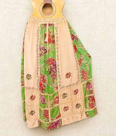 Toda a beleza e delicadeza das saias estonadas indianas.  Por apenas R$ 6990.  Saiba mais pelo nosso Whatsapp: 13982166299