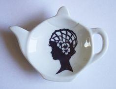 Repose sachet de thé ne porcelaine peinte, thème 'silhouette', modèle unique fait main par Claudia