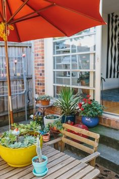 Get Your Outdoor Space Ready for Entertaining (and Enjoying!) in 5 Steps Small Outdoor Spaces, Outdoor Rooms, Outdoor Gardens, Outdoor Living, Outdoor Decor, Large Backyard Landscaping, Landscaping With Rocks, Landscaping Tips, Backyard Ideas