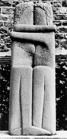 Constantin Brancusi, The Kiss, 1909–10, Montparnasse Cemetery, Paris.