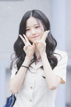 Ulzzang Korean Girl, Cute Korean Girl, Asian Girl, Kpop Girl Groups, Kpop Girls, Korean Beauty Girls, Young The Giant, Woo Young, Uzzlang Girl