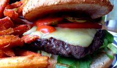 Burger im Kreuzburger in Berlin Prenzlauer Berg. #berlin #burger