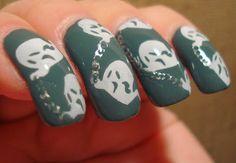 Little Miss Nailpolish: Ghosts Nail Art