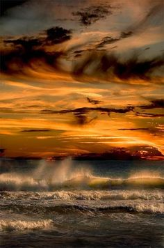 clouds, sunset and ocean.some of my favorite things Beautiful Sunset, Beautiful World, Beautiful Images, All Nature, Amazing Nature, Landscape Photography, Nature Photography, Photography Camera, Color Photography