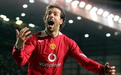 Know your Sports Do you know about the Goal poacher in Football? Goal poacher is a striker who often scores his goal from inside the opponents' penalty area; many of the greatest strikers like Ruud van Nistelrooy are goal poachers. Ruud Van Nistelrooy, Cinderella Dress Disney, Official Manchester United Website, Sir Alex Ferguson, Star Wars, Soccer Skills, Manchester United Football, Football Kits, Professional Football