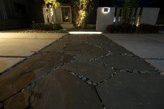 光のラインが導くアプローチ。明暗をしっかり演出したメリハリのある空間。 #lightingmeister #pinterest #gardenlighting #outdoorlighting #exterior #garden #light #house #home #lineoflight #entrance #lightandshade #sharp #光のライン #アプローチ #明暗 #メリハリ #家 #庭 #玄関 Instagram https://instagram.com/lightingmeister/ Facebook https://www.facebook.com/LightingMeister