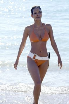 Halle Berry, Die Another Day, best hourglass figure, Vogue Magazine.