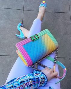 写真の説明はありません。 Color Blocking Outfits, Outfits Mujer, Shoe Gallery, My Bags, Purses And Bags, Rainbow Outfit, Hijab Fashion, Chanel Fashion, Simply Fashion