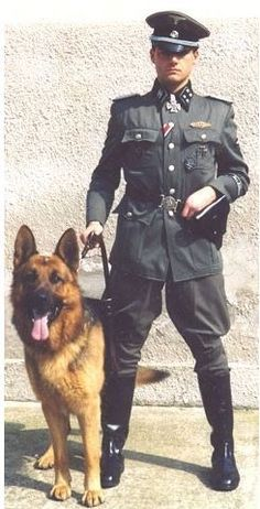 German Militaria ,italian militaria specialized in uniforms and uniform of german ,third reich and italian fascist.Also fascist uniforms and other items of fascist era and uniformthird reich with other items nazi era Ww2 Uniforms, German Uniforms, Military Uniforms, German Soldiers Ww2, Germany Ww2, Military Looks, Tribute, Military Fashion, Germany