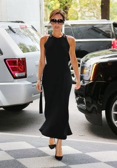 Pin for Later: 35 Fashion Truths Straight From Victoria Beckham Remember that a well-cut dress that flatters your figure is priceless. Fashion Mode, Look Fashion, Fashion News, Fashion Outfits, Victoria Beckham Outfits, Victoria Beckham Style, Vic Beckham, Victoria Fashion, Dress Cuts