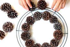 Afbeeldingsresultaat voor pine cone wreath