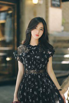 Cute Prom Dresses, Cheap Evening Dresses, Girls Dresses, Fashion Models, Girl Fashion, Fashion Dresses, Fashion Looks, Casual Frocks, Beautiful Asian Girls