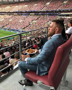 PsBattle: Conor McGregor at the World Cup final Conor Mcgregor, Best Suits For Men, Cool Suits, Mens Suits, Inspiration Entrepreneur, Suit Combinations, Moda Blog, Latest Mens Fashion, Men's Fashion