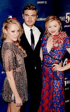 Three's a crowd: Co-stars Maika Monroe and Alex Roe also joined Chloe - pictured from left to right - at the event which showed their action/sci-fi flick The 5th Wave Cast, The 5th Wave Movie, The Fifth Wave, Old Actress, American Actress, Nick Robinson, Rare Videos, First Crush, Just Jared